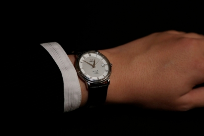Classic men's watches. The essential complement